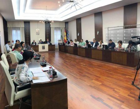 La Corporación aprueba distinciones y reconocimientos para Antonio Huertas, Charo Acero y Manuel Vargas Bermejo