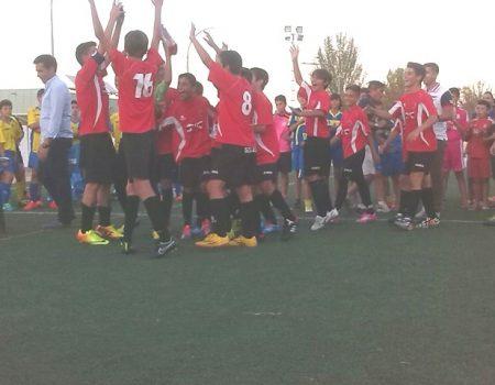 "El Flecha Negra gana el II trofeo de fútbol infantil ""Día de Extremadura"""