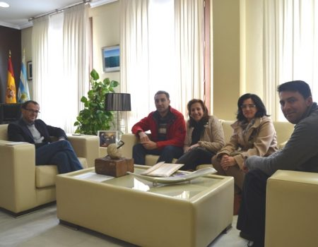 El alcalde se reúne con representantes de la AMPA del colegio de Valdivia