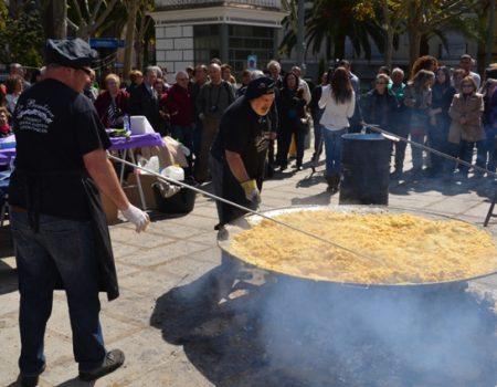 3.250 huevos y 1.100 kilos de patatas para realizar una tortilla gigante
