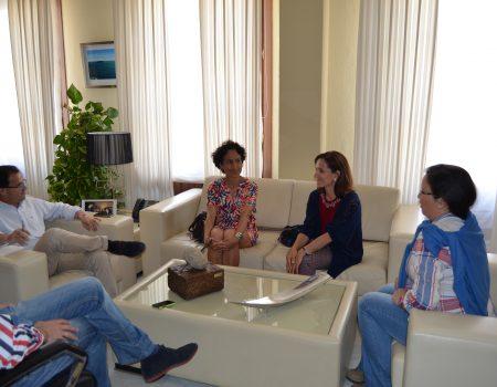 El alcalde recibe a un grupo de padres que demandan la apertura de una nueva linea en el IES Pedro de Valdivia