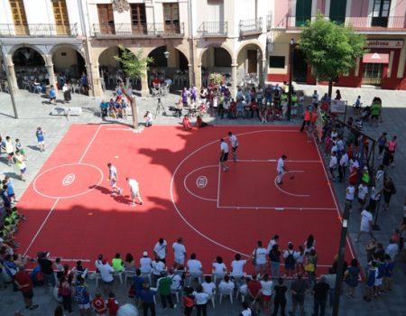 Alrededor de 270 niños y jóvenes participan en la V Street Basket 2015
