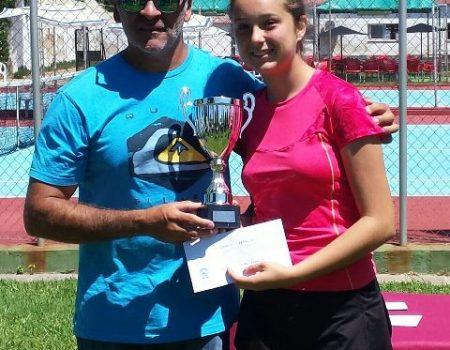 La tenista Marta Cuevas Guerrero, campeona infantil de Extremadura