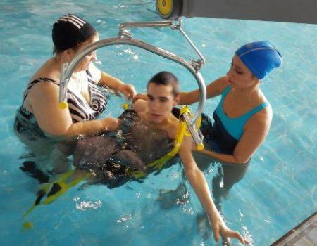 La piscina climatizada ya cuenta con una grúa de transferencia de personas