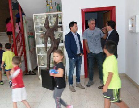 El alcalde visita el colegio Cruz del Río tras el inicio del nuevo curso