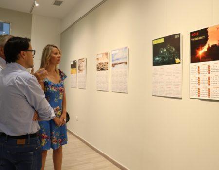 """31 piezas componen la exposición """"Tres décadas de calendarios"""" del villanovense Jesús Adame"""