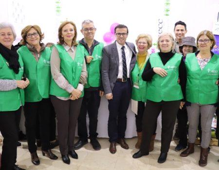 El alcalde visita el mercadillo solidario de la Asociación Española Contra el Cáncer
