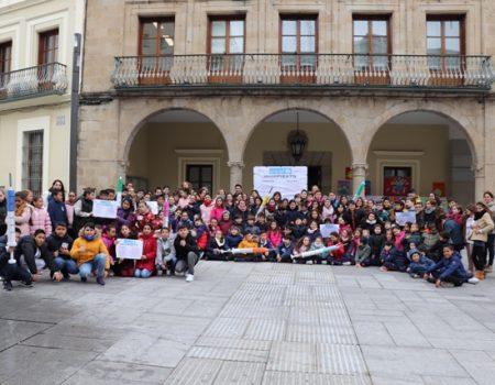 """Más de 150 escolares participan en la """"Vacuna del buen trato"""" con motivo del Día de la Paz"""