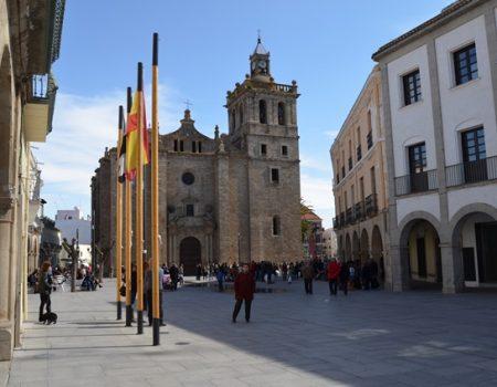 Un convenio entre el Ayuntamiento y la parroquia de la Asunción permitirá la rehabilitación de la fachada principal