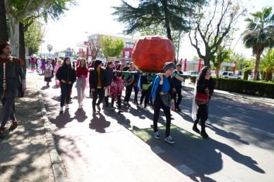 El IES Pedro de Valdivia celebra un año más, el desfile de la calabaza