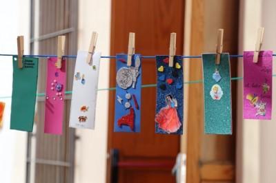 200 escolares participan en un taller de marcapáginas enmarcado dentro del programa Barrios Activos