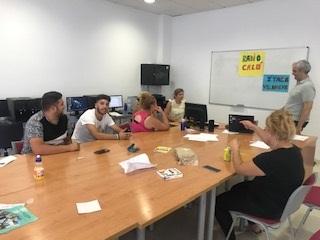 Un grupo de jóvenes de 16 a 19 años se forma para el empleo
