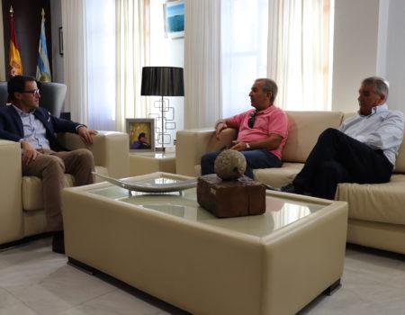 El alcalde recibe a José María y Paco, los villanovenses que han estado al frente de Viser durante más de 20 años
