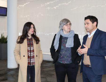 La consejera de Movilidad, Transporte y Vivienda, Leire Iglesias, visita la estación de autobuses tras obtener el Premio Cerámica en la categoría de interiorismo