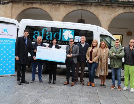 La asociación Afad dispone de un nuevo vehículo de 9 plazas, adaptado para dos sillas de ruedas