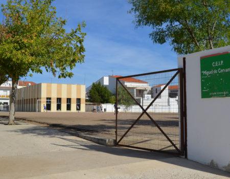 """Educación realizará distintas mejoras de infraestructuras en los colegios Cervantes, Santiago y el pabellón del """"Pedro de Valdivia"""""""