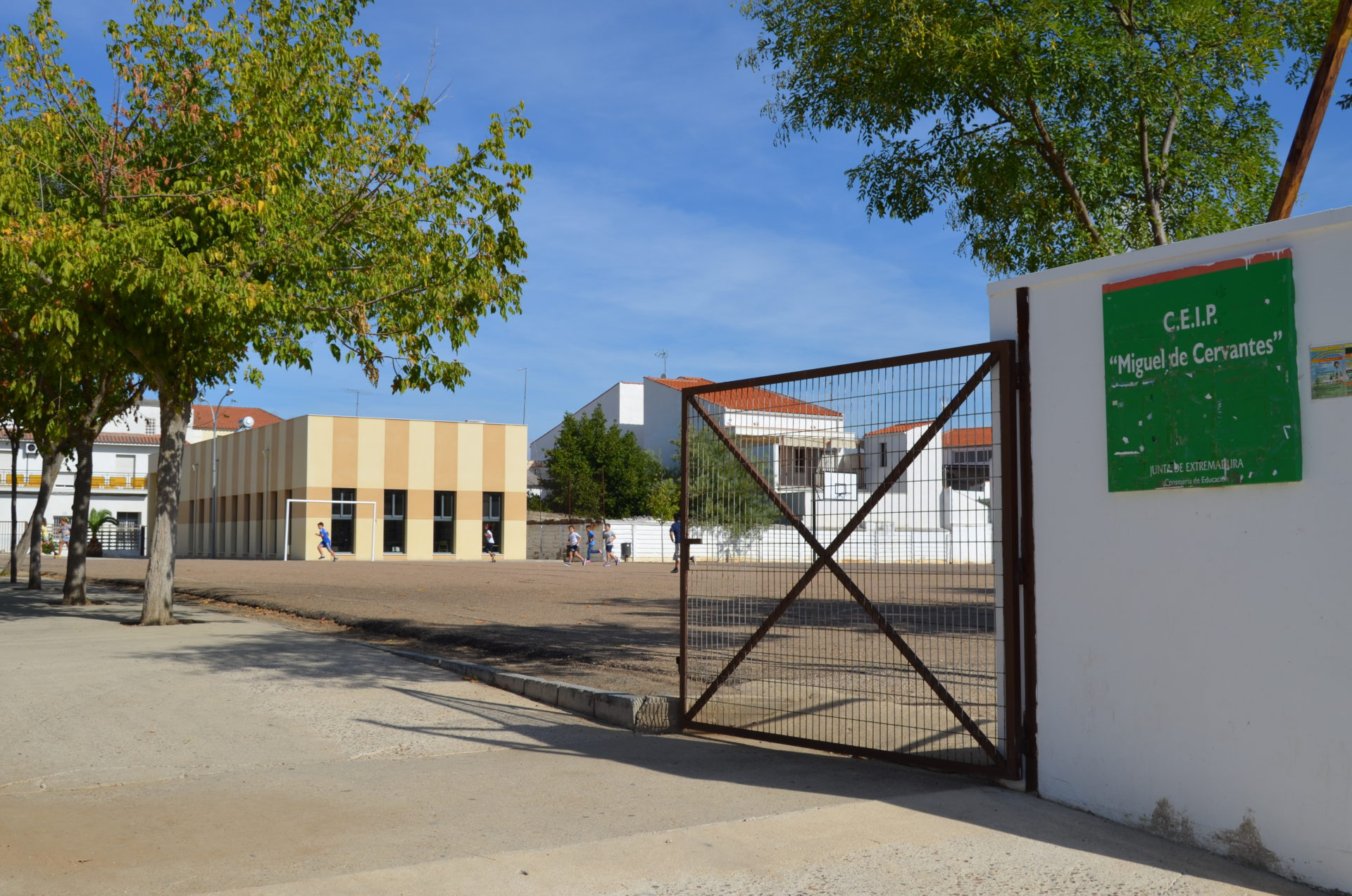 Educación realizará distintas mejoras de infraestructuras en los colegios Cervantes, Santiago y el pabellón del