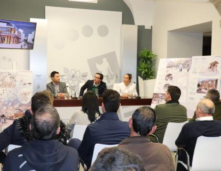 El alcalde presenta a los comerciantes del mercado el proyecto #NosVemosEnLaPlaza, ganador del concurso de ideas
