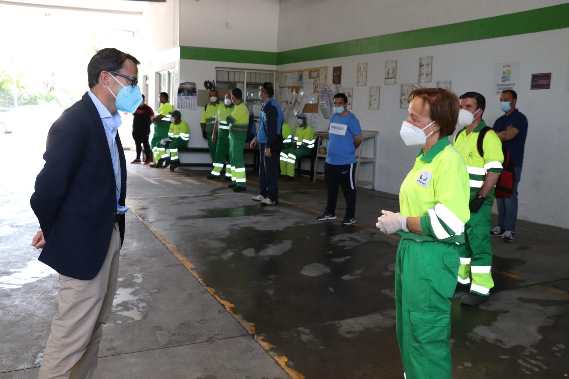 El alcalde agradece a los trabajadores de Urbaser su trabajo