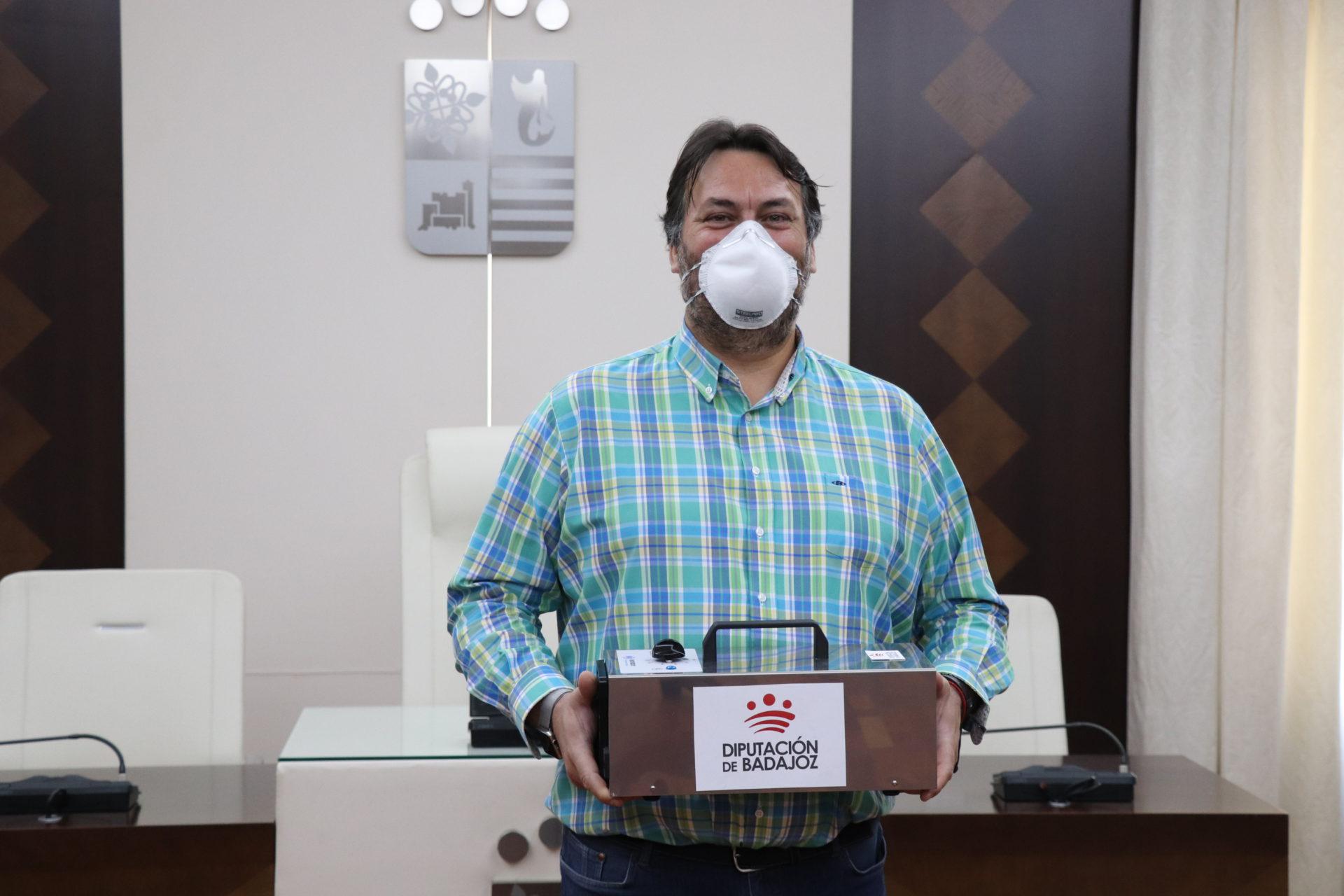 Villanueva cuenta con un nuevo cañón de ozono entregado por Diputación de Badajoz
