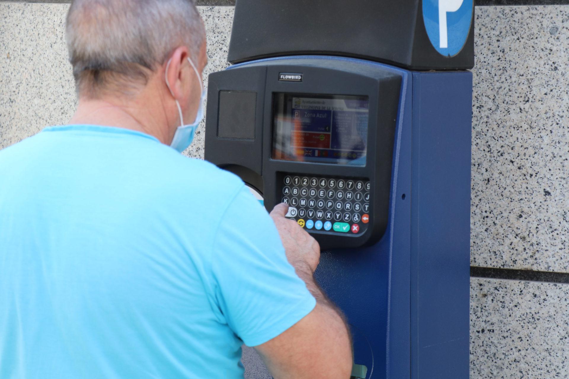 El Ayuntamiento repartirá en los próximos meses entre los comerciantes bonos para la zona azul por valor de 60.000 euros