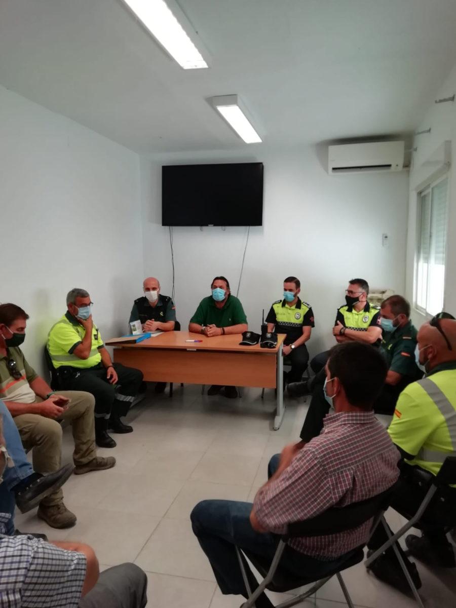La concejalía de agricultura se reúne con asociaciones y colectivos agrícolas, así como cuerpos de seguridad para controlar los trabajos de prevención de robos en el campo y transporte de mercancías