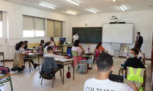 El alcalde continúa visitando los centros escolares de la localidad