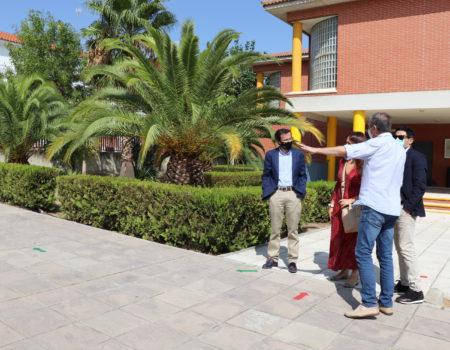 El alcalde visita el CEIP Conquistadores en el inicio del curso