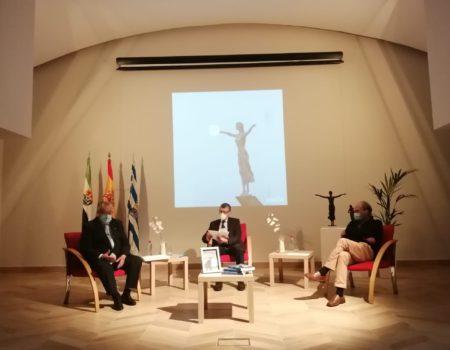 Un libro sobre la trayectoria escultórica de Ricardo García, protagonista del Jueves Literario