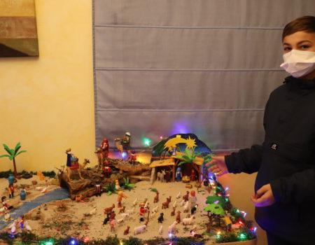 Daniel Amador elabora un Portal de Belén de 800 piezas de Playmobil