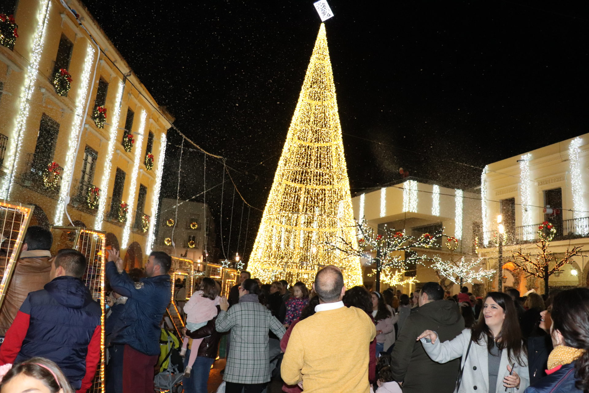 La Navidad iluminará Villanueva con 475.100 puntos de luz repartidos en plazas, avenidas, calles y glorietas