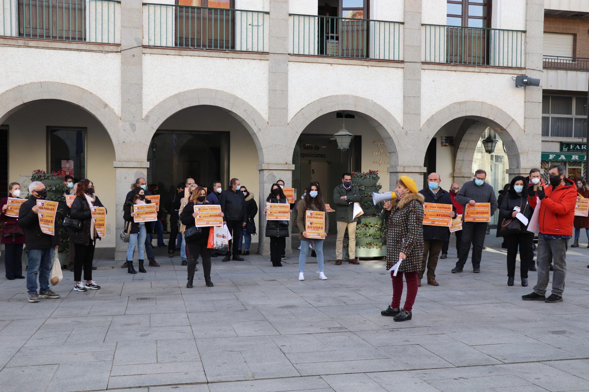 Los comerciantes, hosteleros y empresarios se concentran en la Plaza de España