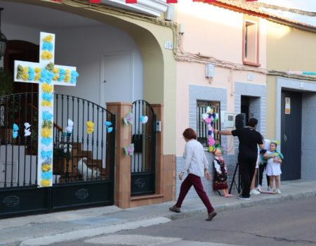 La hermandad de la Santa Cruz anima a engalanar las calles y fachadas durante las próximas fiestas de mayo