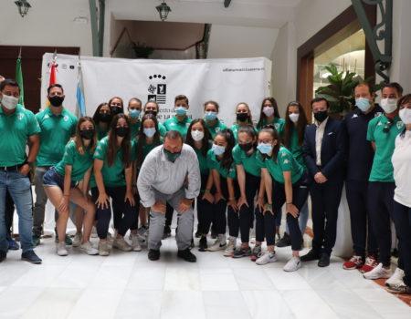 Recepción del alcalde al equipo femenino del C.F. Villanovense, campeón de Extremadura