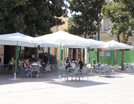 El pleno aprueba la ordenanza municipal que regula la instalación de las terrazas en la vía pública