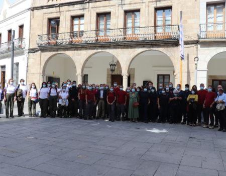 El alcalde recibe a los 45 alumnos de la escuela de formación dual El Molino IV